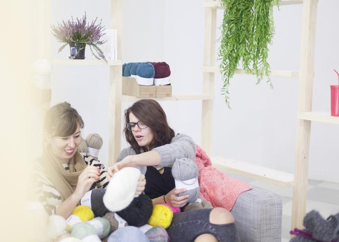 Les épicières tricotent