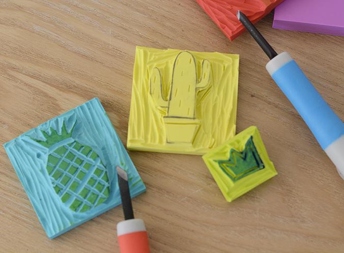 gravure de tampons et encre textile
