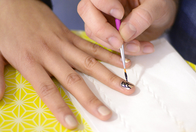 toile d'araignée nail art