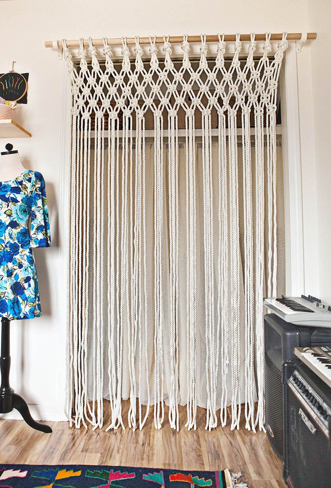 rideau-macramé-A-Beautiful-Mess