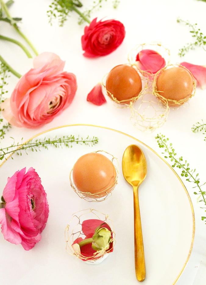 diy-paque-coquetier-laiton-dore-table-fete-fleur-nature-mademoiselle-claudine
